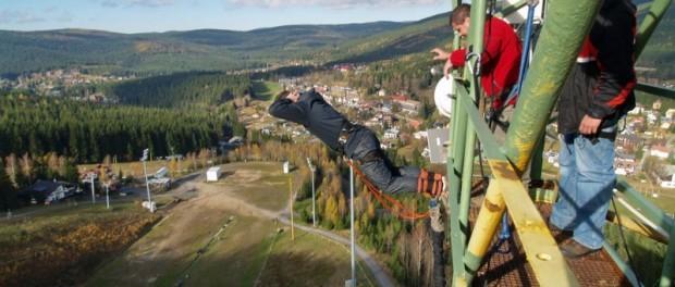Bungee jumping z věže ve dvou